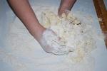 Butterplätzchen-petits sablés au beurre-mélanger les ingrédients